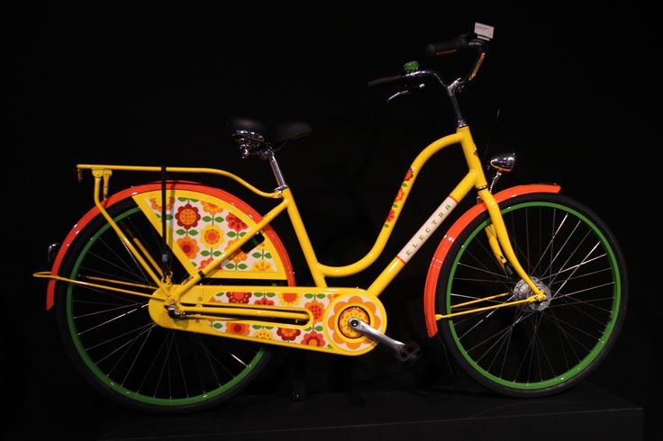 No one would be ashamed to ride this Electra to the local festival :)