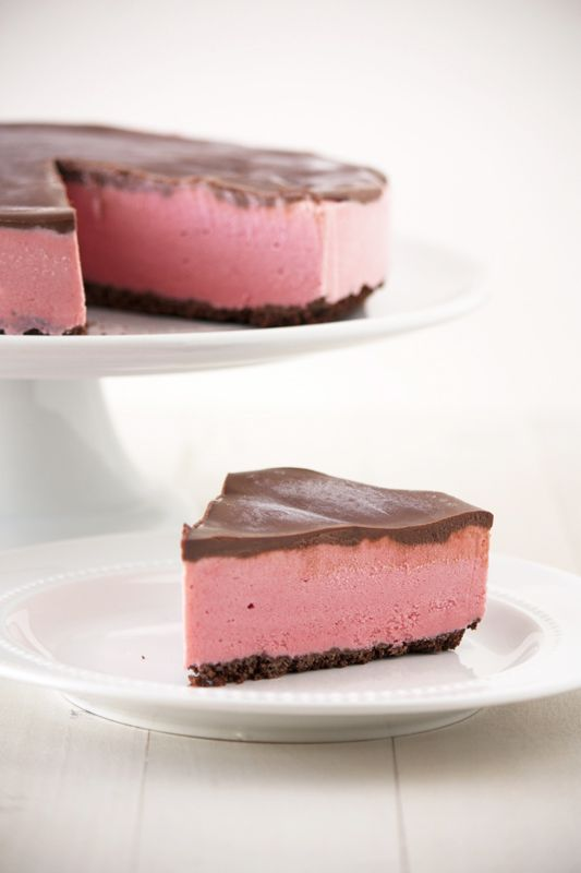 [must try this soon!] Chocolate Covered Strawberry Ice Cream Pie from @Handle the Heat | Tessa Arias