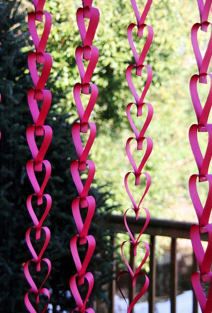 Paper hanging heart garland decor #valentinesday #valentinesideas