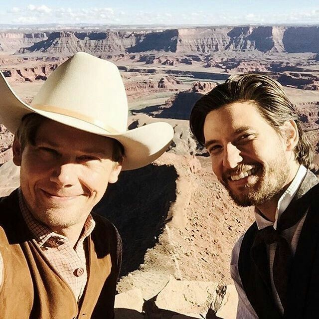 Westworld (HBO) Jimmi Simpson (William) and Ben Barnes (Logan) selfie