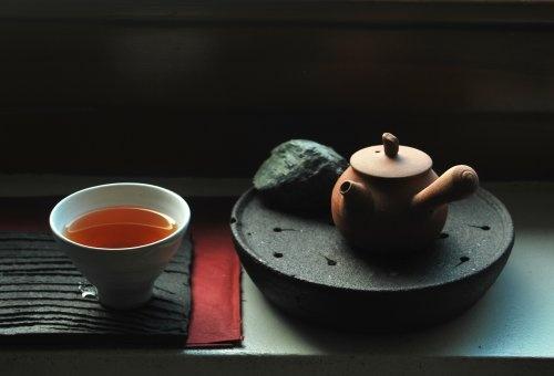 Andrzej Bero • Teapot and tea