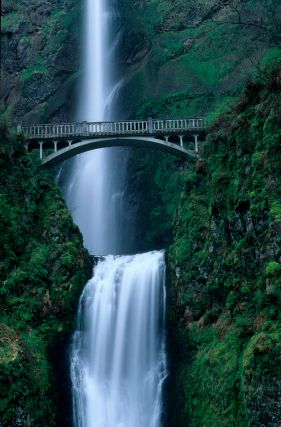Multnomah Falls, Oregon. Gorgeous.