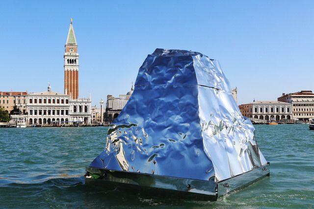 "56th Venice Biennale. Reflectant ""Iceberg"" by Syrian artist Helidon Xhixha"
