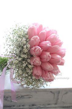 チューリップとカスミソウのブーケ ♡ ピンクのチューリップとかすみ草のクラッチブーケは大人気! ♡ Tulip Baby's breath Gypsophila