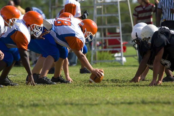 ¿Qué se necesita para ser un jugador de la NFL?. La NFL es el pináculo del fútbol americano organizado. Emplea a los mejores jugadores del mundo, y el juego en sí se desarrolla bajo los mayores focos de los medios. Aún así cada uno de estos jugadores profesionales tuvieron un momento en el que ...