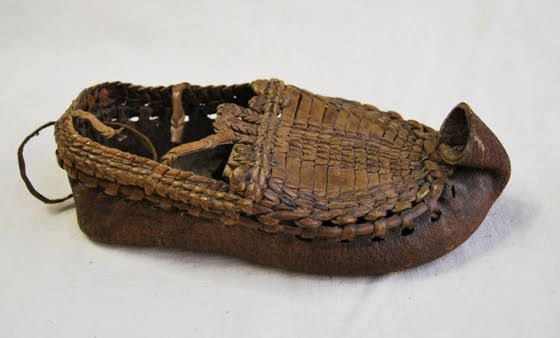 """Hungarian folkloric leather sandal, called """"bochkor"""" , typically used in South Hungary, to the beginning of the 20th century. Amazing leather lacing. Fűzött, fedeles bocskor. Magyarország, Délvidék. Museum of Ethnography, Budapest."""