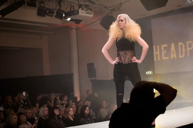 Hair: fudge by hair brands Photo: Joachim Steinbru