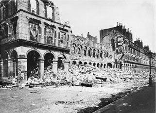 Photographie de la rue de rivoli en ruine pendant la commune de paris semaine sanglante de l'histoire de france