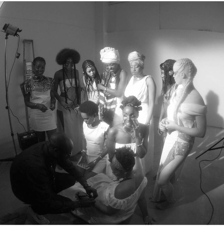 Backstage Shooting #RTM ! Studio #The78bisMake-up : Jessica Perran & Typhaine PeronHairstyle : Naidy Luit & Florence GisorsStylist : Sabrina Gamba Props : Jerry Kinkonda Photograph : Manu Dorlis Jewels : Nacho jewels & Mapapalo Brasil