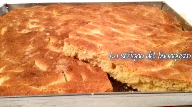 FOCACCIA MORBIDA CON FARINA DI CECI CLICCA QUI PER LA RICETTA http://loscrignodelbuongusto.altervista.org/focaccia-morbida-con-farina-di-ceci/