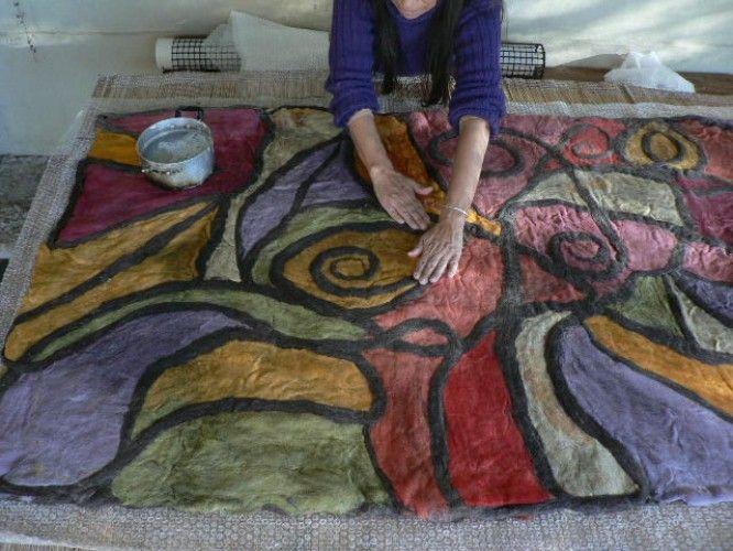 Armado y afieltrado de una alfombra pura de lana de oveja - Alfombra de lana ...