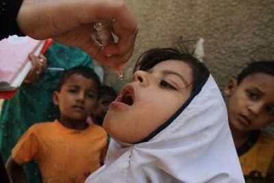 El paso decisivo hacia un futuro sin polio. Más de 150 países cambian a la vez la vacuna contra esta enfermedad en el mayor esfuerzo de coordinación en la historia de la salud pública. Elena G. Sevillano | Planeta Futuro, El País, 2016-06-07 http://elpais.com/elpais/2016/05/31/planeta_futuro/1464716066_476649.html