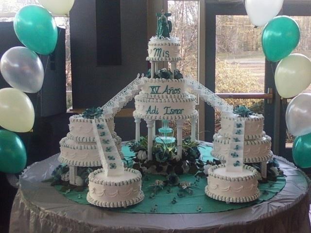 Sweet 15 Teal - Este pastel es el mas grande ke a echo. Los hice como hace 3 anos.
