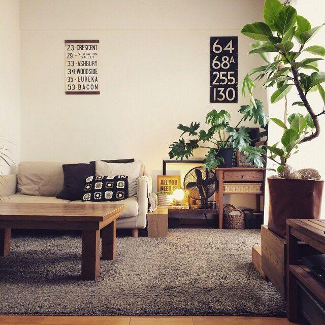 『バスロールサインのある部屋』 Photo:ichika(RoomNo.146193) #RoomClip#ルームクリップ#インテリア ▶︎この部屋のインテリアはプロフィール欄からアプリをダウンロードしてご覧いただけます #interior#myhome#instahome#homedecoration#homestyling#style#styling#dailyinterior#homeinspiration#interiordecor#decoration#muji#sofa#リビング#ソファ#ラグ#男前インテリア#観葉植物#ゴムの木#セローム#無印良品#バスロールサイン#ポスター#部屋#日常#くらし#日々