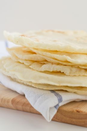 Para hacer estas tortillas sólo hacen falta tresingredientes, un bol, una cuchara de madera o una espátula, tus manos y una sartén. No llevan gluten ni lactosa y además son veganas. Se preparan en el momento porque no es una masa que tenga que reposar y están muy ricas. ¡Son las tortillas perfectas! Nos encanta...Seguir leyendo →