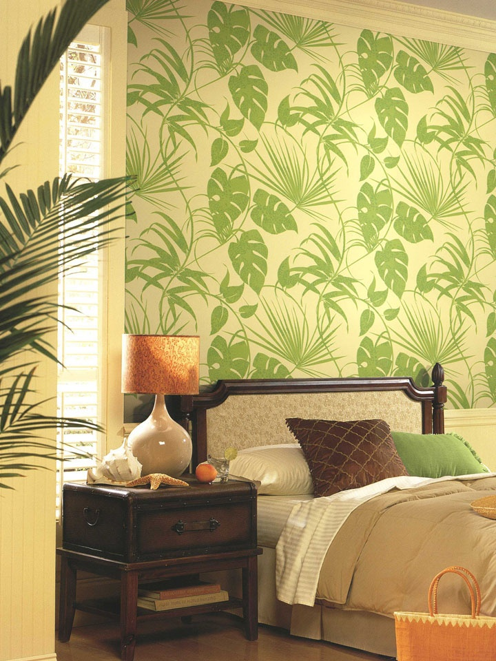 Tropical leaf wallpaper creates a relaxing environment for