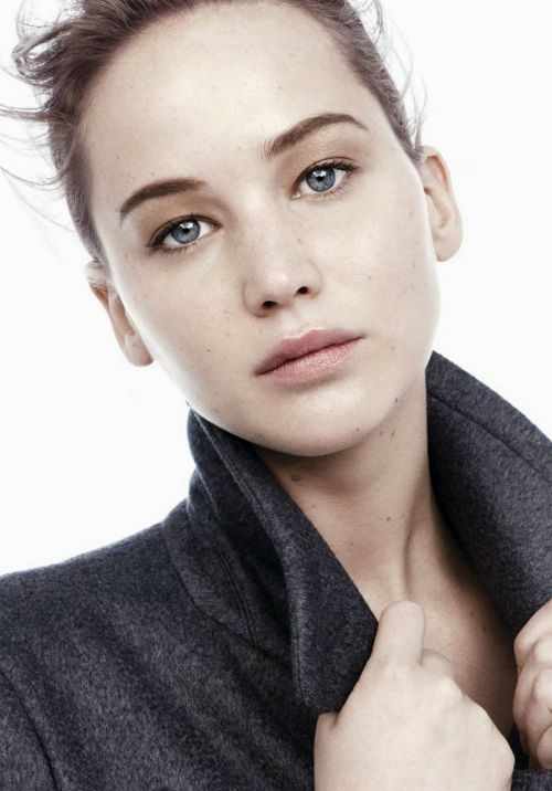 Jennifer Lawrence at Dior's new Ad Campaign. less make up and she is even more beautiful.