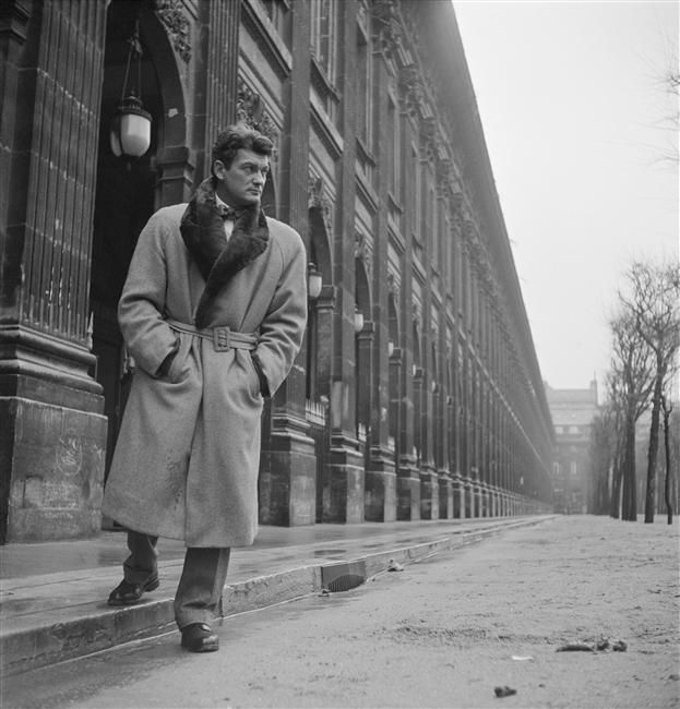 Jean Marais dans les jardins du Palais Royal à Paris, Sam Lévin Charenton-le-Pont, Médiathèque de l'Architecture et du Patrimoine