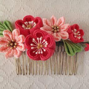 〈つまみ細工〉梅と小菊のコーム(サンゴとサーモンピンク)の画像