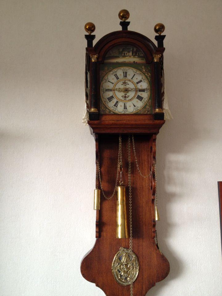 friese staartklok antieke klokken klok antiek
