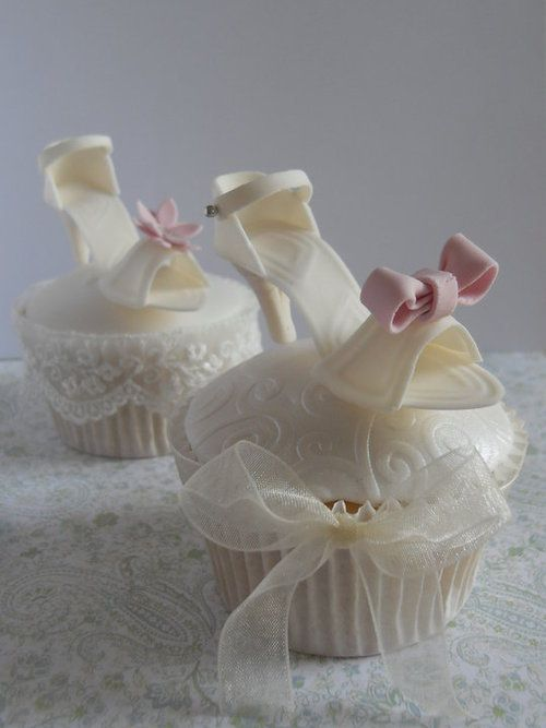 ♥ Let them eat shoe cupcakes...  Great for the bride.....