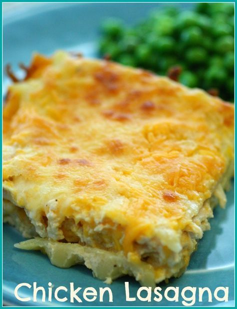 A Ranch Sauce Chicken Lasagna with loads of cheese! Yummy! Chicken Lasagna - Detours in Life #chicken #lasagna