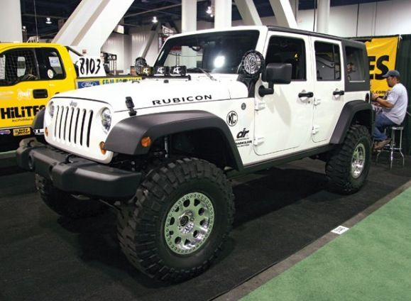 White Rubicon, I have always wanted one..four door. Wheeling and camping yeah baby!