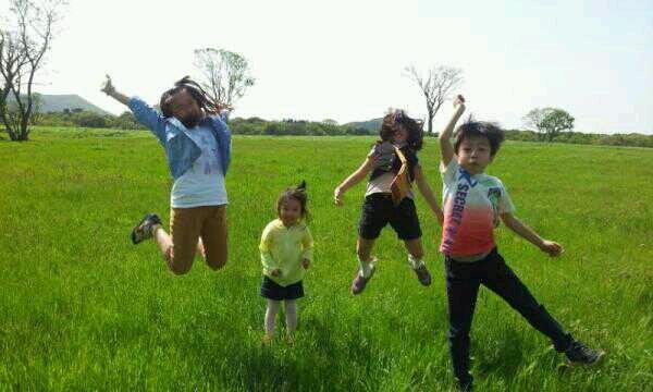 5월 5일 어린이날, 애들이랑 교래리 부근의 삼다수목장을 다녀왔습니다. 푸르른 대자연을 보며 지금처럼 무럭무럭 자라줬으면 합니다. #트위터@stepanoya 허정윤님