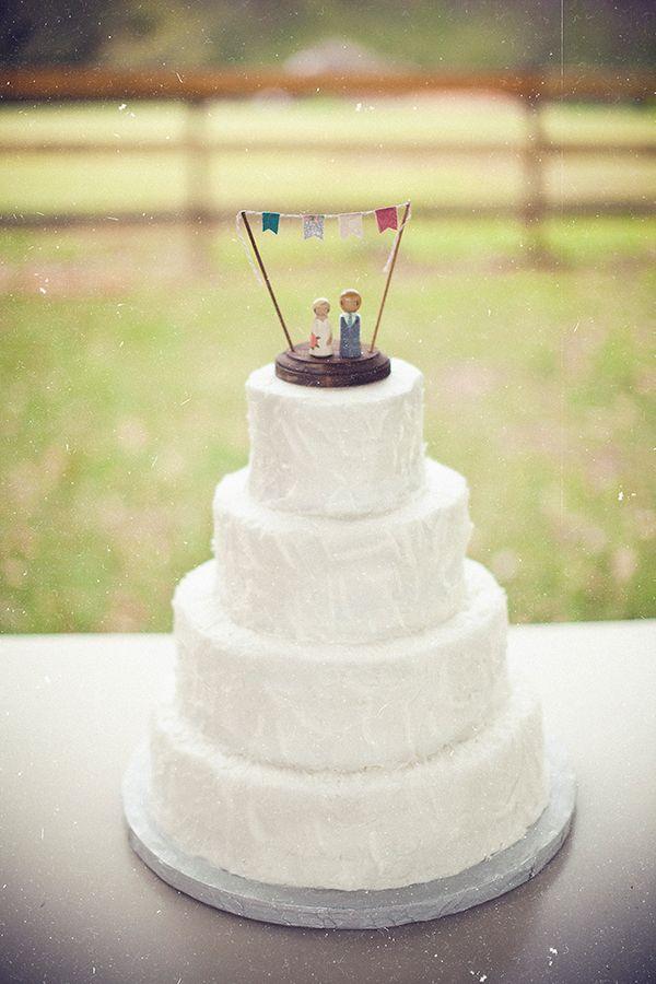 Vintage Bride ~ White wedding cake with vintage wooden cake topper ~ [vintagebridemag.com.au] ~ #vintagebride #vintagewedding #vintagebridemagazine
