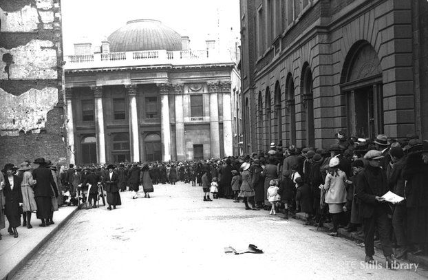 Crowds gather outside City Hall, Dublin, on 28 August 1922, to pay their last respects to Michael Collins.