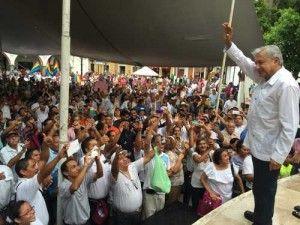 Andrés Manuel López Obrador, dirigente del partido Morena, expresó su solidaridad con los periodistas de Veracruz, que han sufrido el asesinato de 15 colegas y el desplazamiento de varios durante el gobierno del priísta Javier Duarte de Ochoa. En su visita a Xalapa, donde trabajaba Rubén Espinosa, el fotógrafo asesinado el 31 de julio […]