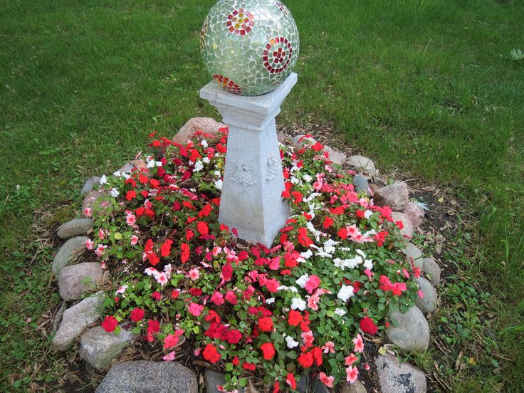 17 best images about round gardens on pinterest gardens for Round garden designs