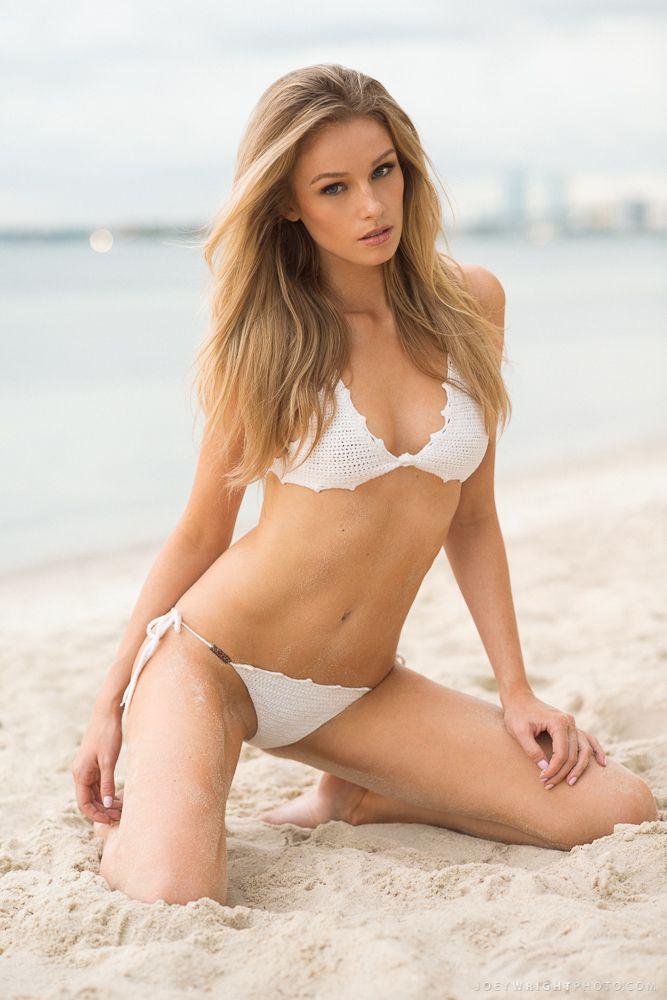 girls bikini modeling