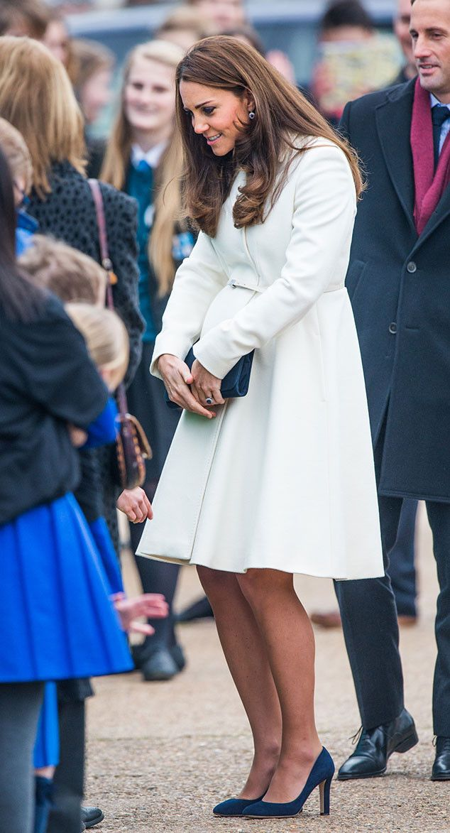Kate Middleton Wows in White, Shows Off Bigger Baby Bump and Mustique Tan?See the Pic! | E! Online Mobile