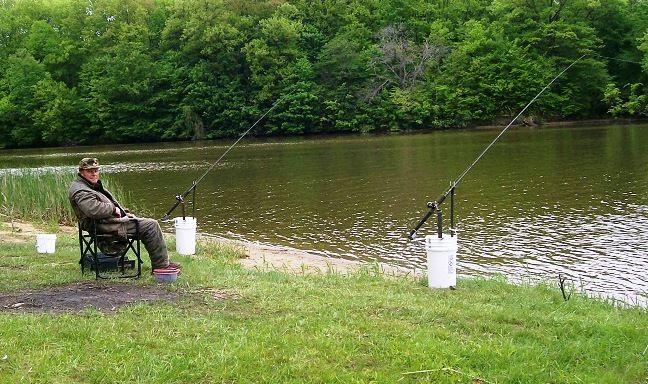 5 Gallon Bucket Fishing Rod Holder   Five Gallon Ideas