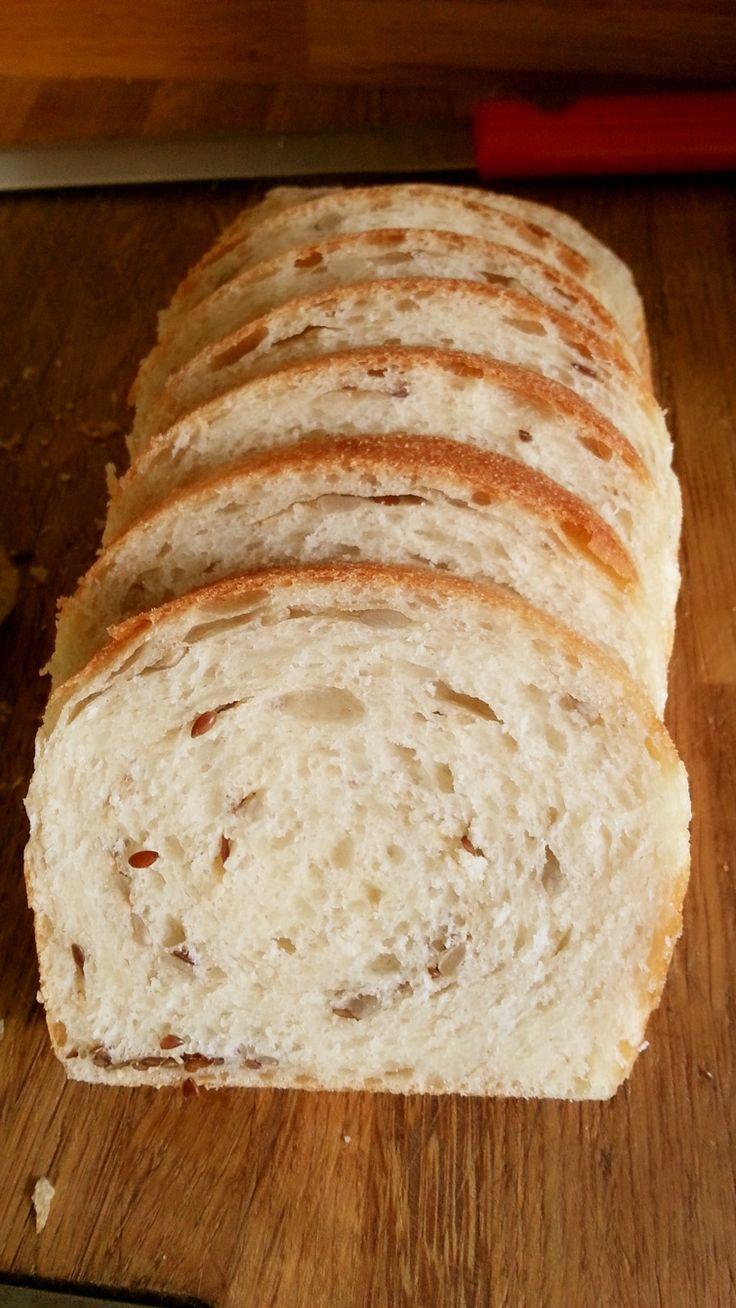 pane morbido ai semini con farina tipo 1, perfetto per un panino, per la merenda, per la colazione con la marmellata e da portare a scuola per i ragazzi