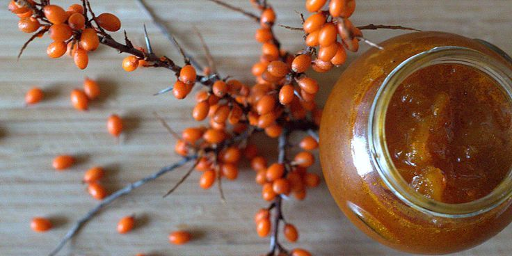 Den vildeste C-vitaminbombe forklædt som marmelade, som med sin milde syrlighed forkæler alt fra morgenbrød til desserter.