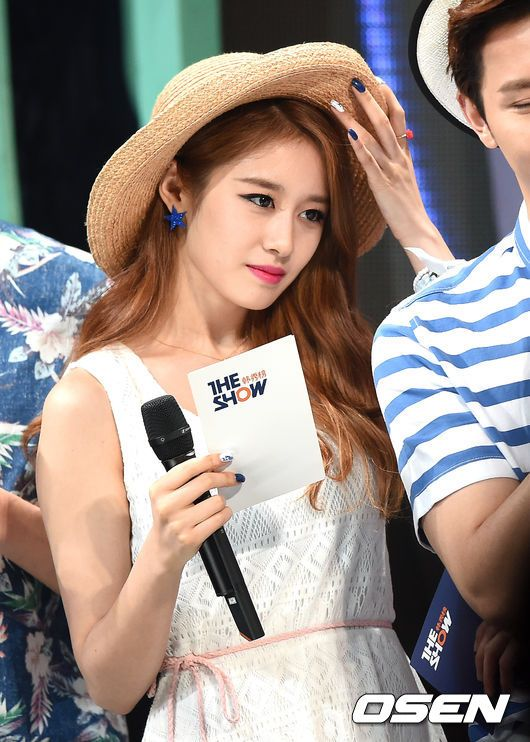 http://www.t-araworld.net/2015/07/t-ara-jiyeon-the-show-pictures-video.html