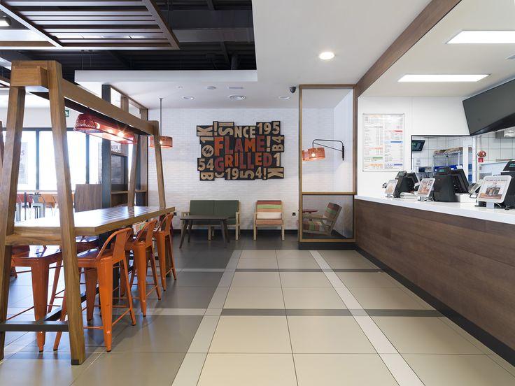 Burger King confía en el #pavimento #porcelánico #URBATEK- PORCELANOSA Grupo.Un ambiente cálido y moderno con toques #vintage para crear un espacio acogedor gracias a la combinación de texturas y materiales naturales.Los detalles del #proyecto de #interiorismo global puede verse en la renovación de los #restaurantes de #Madrid, #Barcelona, #SanSebastián o #París. - #restaurant #Burgerking #BK #interiordesign #retail