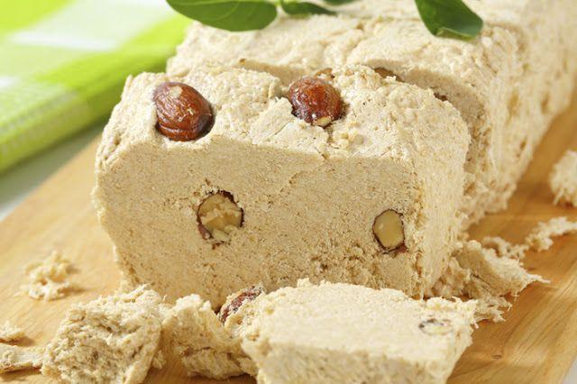 Ο χαλβάς αποτελεί ένα από τα πιο θρεπτικά γλυκίσματα της Σαρακοστής και όχι μόνο.   Πολλοί τον έχουν συνδέσει με την Καθαρά Δευτέρα, μπο...