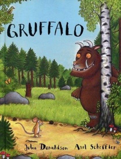 """""""Mała Mysz w ciemnym lesie   chciała zażyć raz ruchu.  Kiedy Lis ją zobaczył,   zaburczało mu w brzuchu.""""   I Ty wejdź głębiej w ten ciemny las, a zobaczysz , co się stało, kiedy błyskotliwa Mysz spotkała Sowę, Węża i pewnego głodnego Gruffalo...""""Gruffalo"""" - książka, która stała się światowym bestse"""