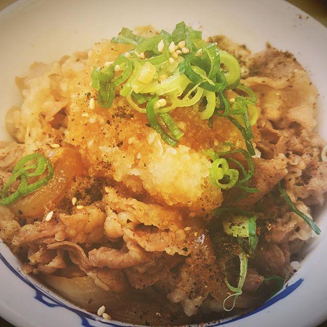 牛丼でございます⸜(๑⃙⃘'꒳'๑⃙⃘)⸝⋆* ✽.。.:*・゚ ✽.。.:*・゚ ✽.。.:*・゚ ✽.。.:*・゚ ✽.。.:*・゚ ✽.。.:*・゚ ✽.。.:*・゚ ✽.。.:*・゚ ✽.。.:*・゚ ✽.。.:*・゚  #夕食 #黒胡椒 #たまご  #松屋 #ねぎ #日本 #おいしい  #昼ごはん #晩ご飯 #にく #みそしる  #卵 #にんじん #牛丼 #ランチ  #牛 #beef #牛肉 #丼 #肉 #japan #food #yummy #dinner #lunch  #人参 #日本料理  #夕食 #玉ねぎ  #たまねぎ