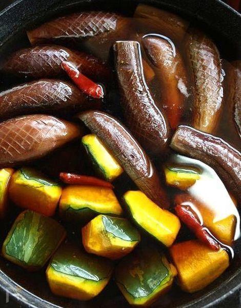 茄子と南瓜、一緒に煮ると南瓜が煮くずれて煮汁も濁りますが、この調理法ですと茄子はとろっとろ南瓜はホックリ、煮汁も綺麗に仕上がります。