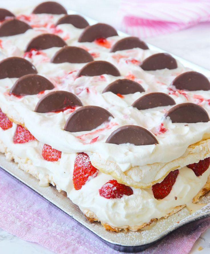 Noblessetårta med jordgubbsgrädde – Lindas Bakskola