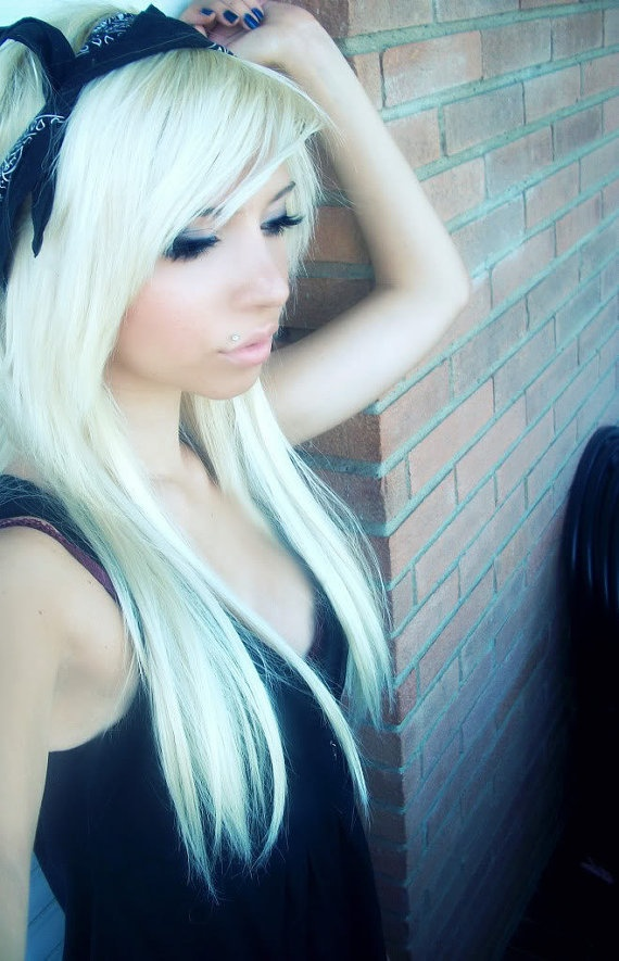 Long platinum hair - If I ever decide to go back blonde - I'm doing this!