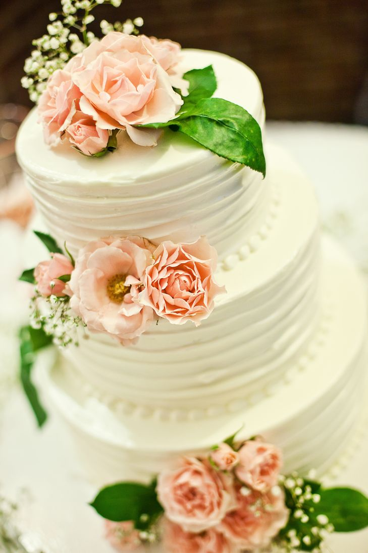 White Buttercream Lemon Poppy Seed Wedding Cake | Photo: Sara Joy Photography | Cake: Sweet Daphne Confections
