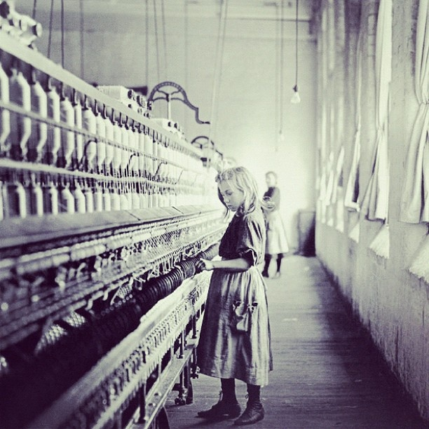 """@akerselvadigitalt's photo: """"Instagram anno 1884. 30-40 prosent av arbeidet langs #Akerselva var barnearbeid. Hva bruker vi barn til idag? #barnearbeid #tekstilproduksjon"""""""
