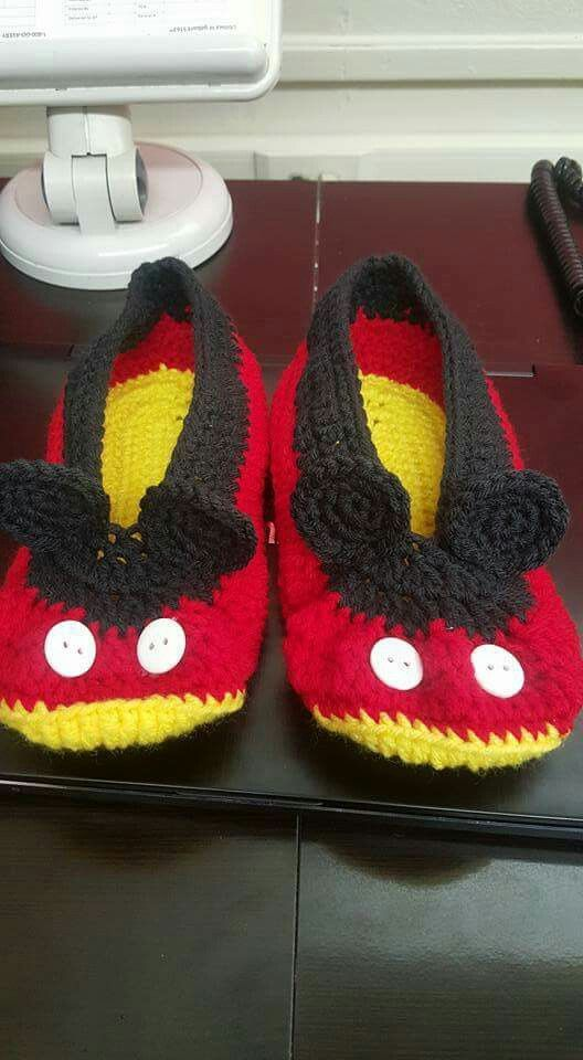 Free Crochet Pattern For Mickey Mouse Shoes : Best 25+ Mickey mouse slippers ideas on Pinterest ...