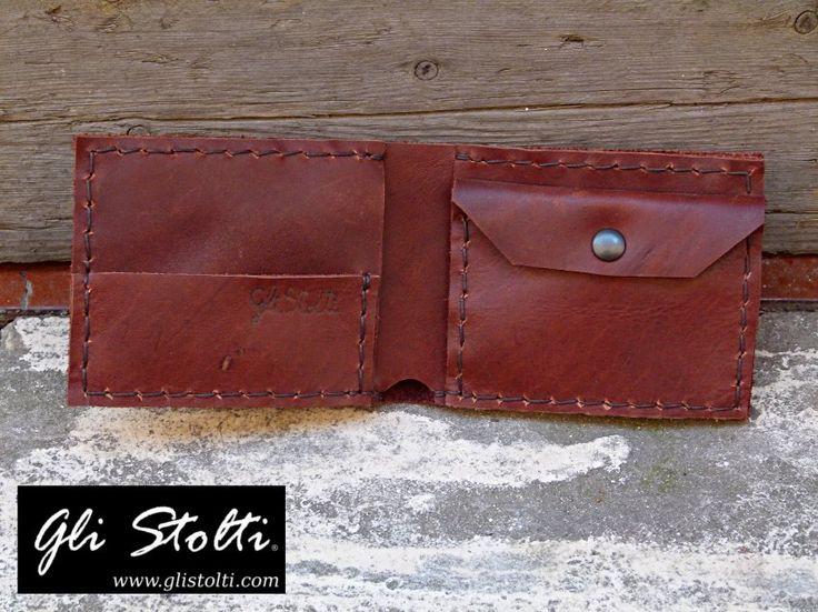 Portafoglio artigianale da Uomo in cuoio pregiato terra di Siena lavorato e cucito a mano. Vai al link per tutte le info: http://glistolti.shopmania.biz/compra/portafogli-uomo-in-cuoio-pregiato-terra-di-siena-188 Gli Stolti Original Design. Handmade in Italy. #glistolti #moda #artigianato #madeinitaly #design #stile #roma #rome #shopping #fashion #handmade #style #cuoio #leather