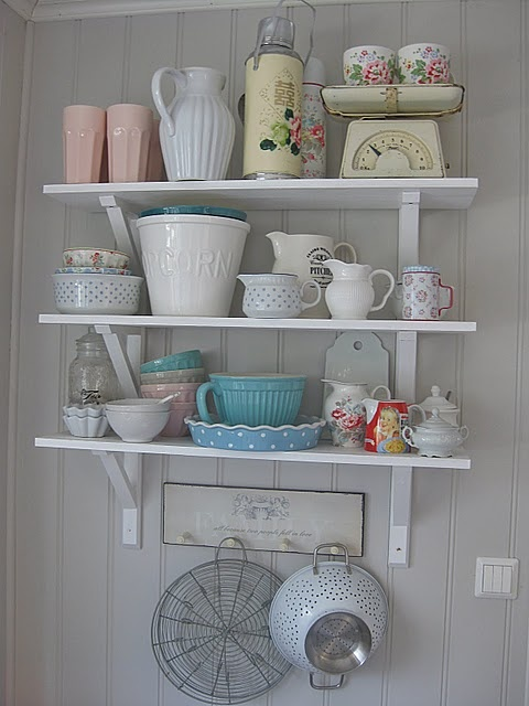 I love the idea of using some antique kitchen pieces (colander, scale...) as props in a pottery display